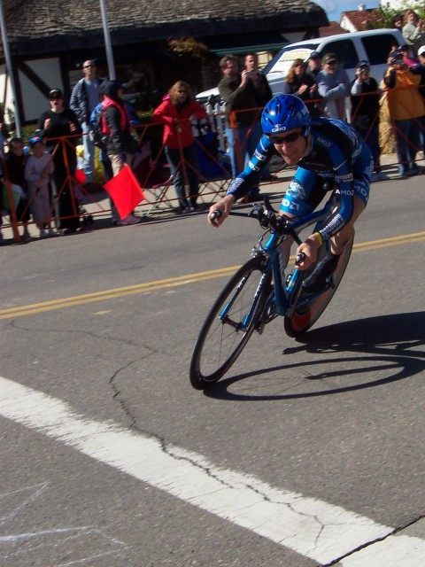 """Levi Leipheimer went last, and won with a time of 29'40"""", 18 seconds ahead of second place."""